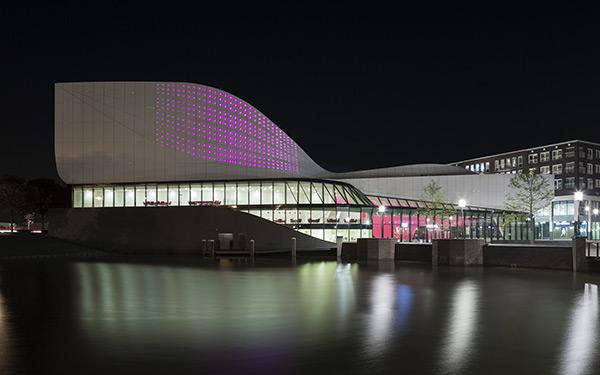 ساختمان تئاتر other-wordly در هلند